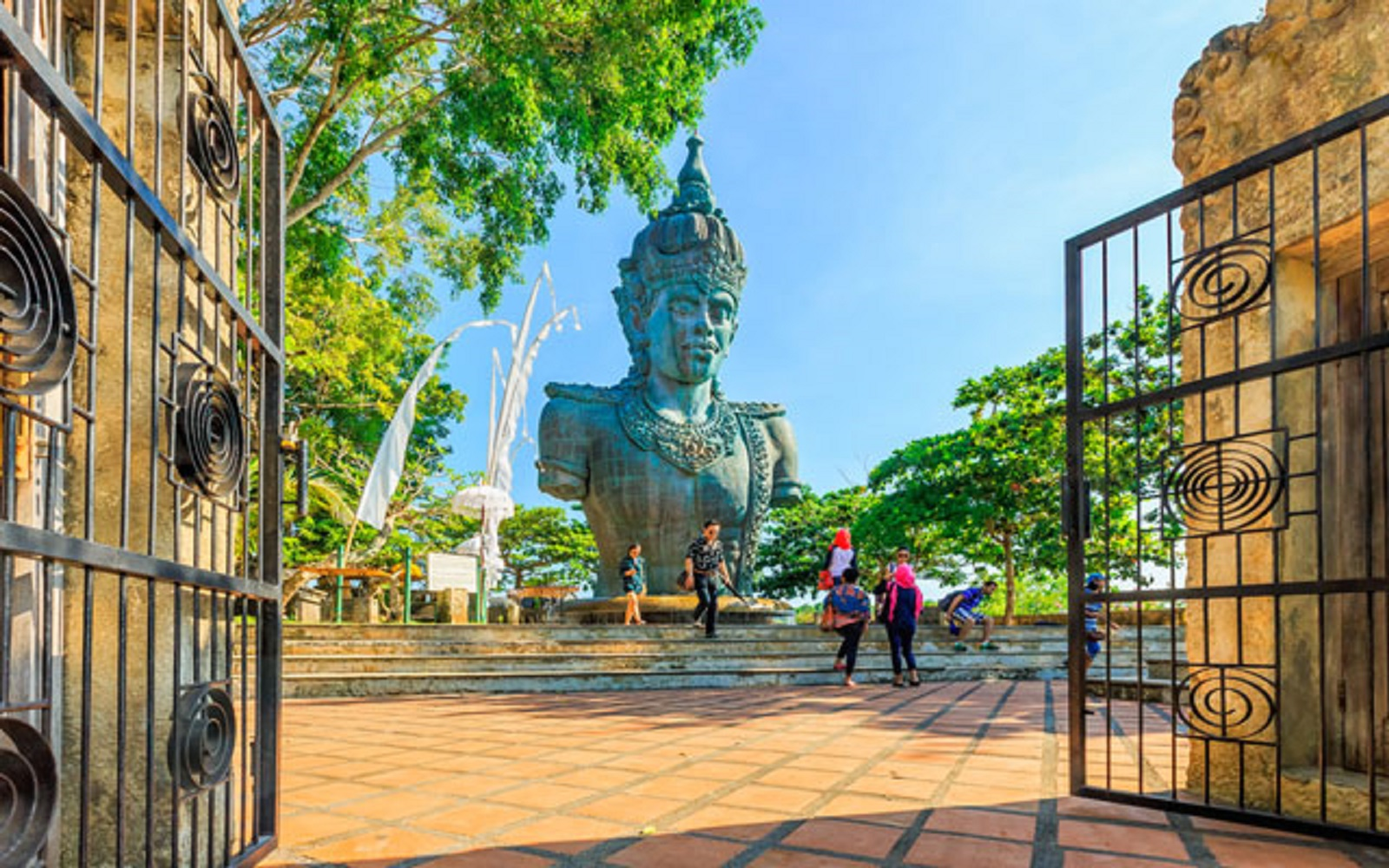366.666 Tourists Visited Bali
