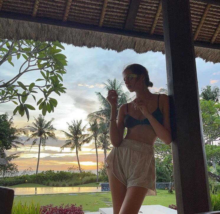 Russian model in Bali naked on elephant
